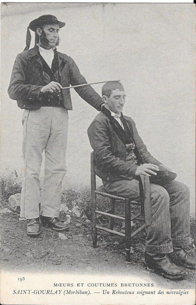 une vieille photo montrant un magnetiseur et son patient